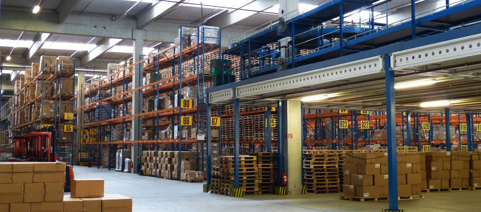 building-transport-factory-shelf-package-warehouse-1292551-pxhere.com-a